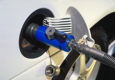 Fuel cell vehicle refueling